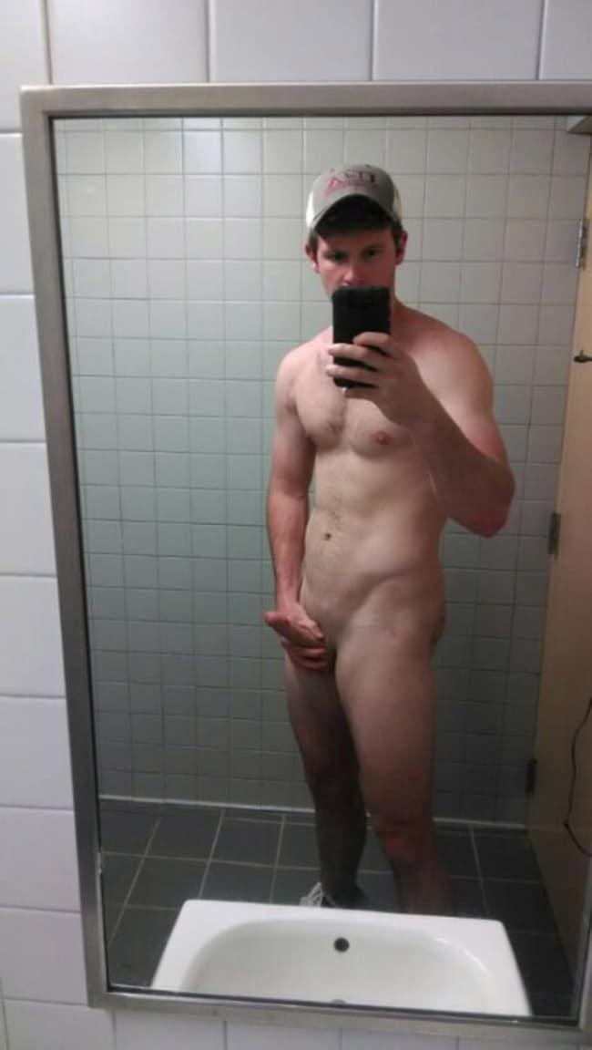Muscled Dude Wanks